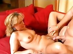 Curvy mature Lauryn Woods gets pleasure from servicing young prick
