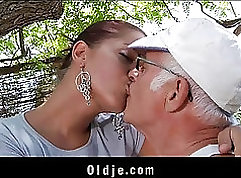 beating his big cock inside his girlfriend tight desire