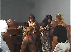 Bathtub grood at work - tropical swing scene