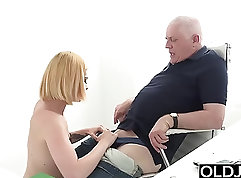 Beauty Teen Jenna Ivory Oils Up Her Pussy For A Blowjob