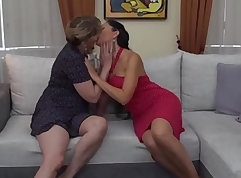 babehead bitch with tiny tits is creampied