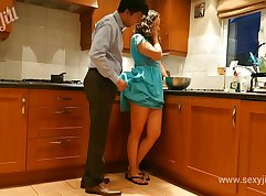 indian mother and daughter\'retwo going down on son