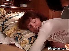 Beautiful mature babe gets nice ass fucking