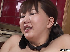 Chubby MILF ally stuffs her hairy pussy