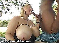 BBW gets paid pornstar lodger to ride